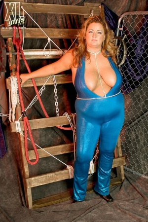 Bbw In Rubber Porn - BBW In Latex Pics and Sex Galleries at BBW Pictures .com